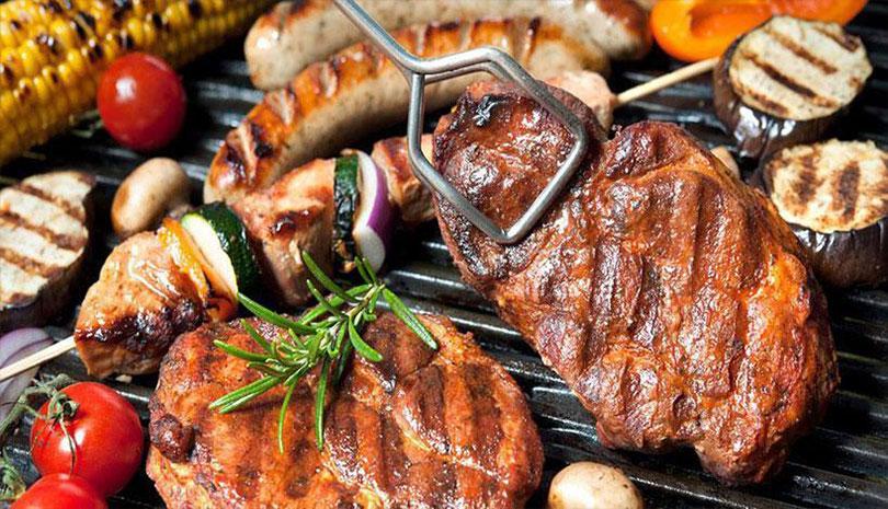 Τσικνοπέμπτη: Τι γιορτάζουμε και γιατί ψήνουμε κρέας