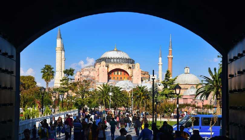 Αγία Σοφία : Στο στόχαστρο των Κεμαλιστών ο Ερντογάν - «Κύμα» αντιδράσεων