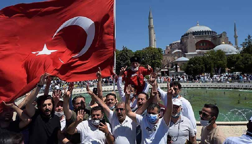 Τουρκία: «Ας θυμηθούν τι έπαθαν στο Αιγαίο όσοι δεν σεβάστηκαν τη σημαία μας»
