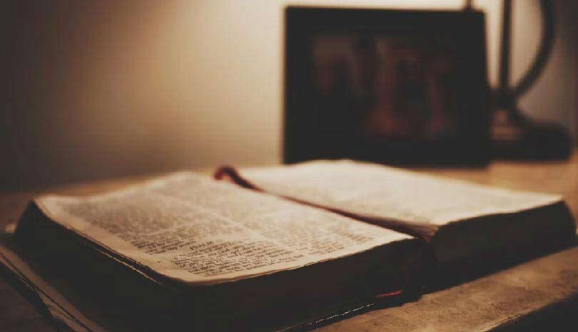 Το Ιερό Ευαγγέλιο σήμερα, αύριο και κάθε μέρα. Ευαγγελικά αναγνώσματα 2021 και με μετάφραση - απόδοση στα νέα ελληνικά.